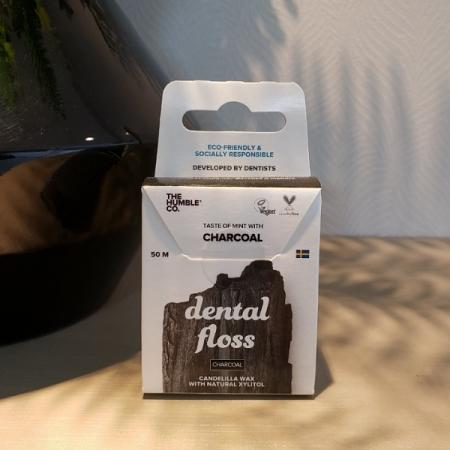 Fio dental vegano - carvão ativado - The Humble Co.-Arte da Cosmética