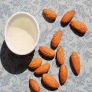 05 benefícios do uso do óleo de amêndoas doces para a pele.